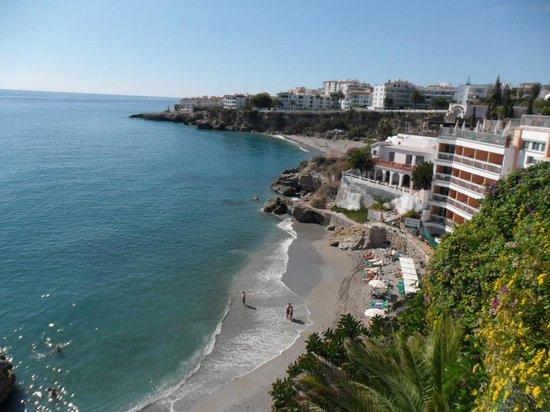 Hotel Balcon de Europa: Beach area