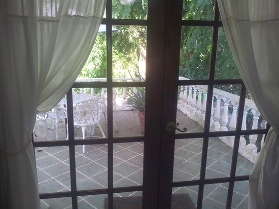 Hibiscus House Bed & Breakfast: French doors opening to the front terrace