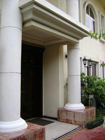 Elion House Hotel: Hotel entrance
