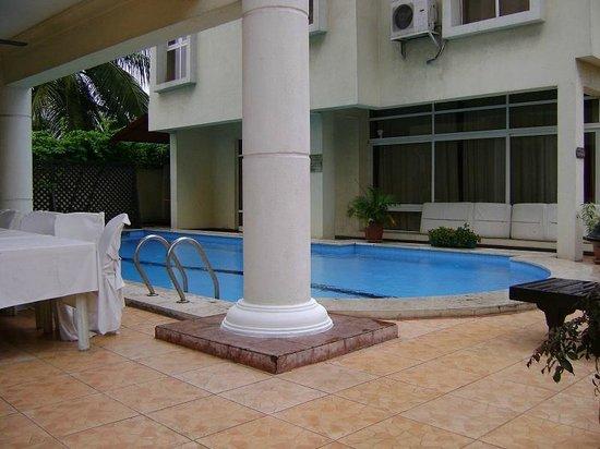 Elion House Hotel: The pool Area