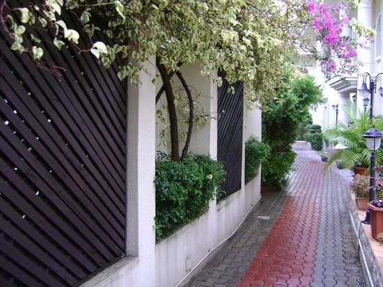 Elion House Hotel: The path between the buildings & fence