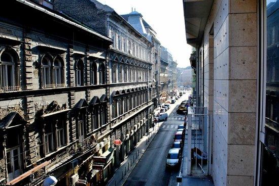 Agape Aparthotel: Blick vom Mini-Balkon