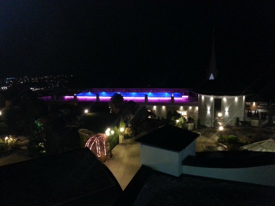 Stock Resort: Pool bei Nacht