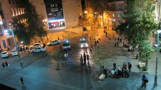 The Jerusalem Hostel: Вид с крыши отеля на синайскую площадь