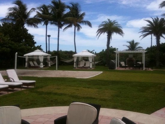 Westgate South Beach Oceanfront Resort: Volley Ball, Barbecue and Cabanas