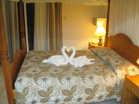 Kefalos Beach Tourist Village: Decorated Bed on Arrival