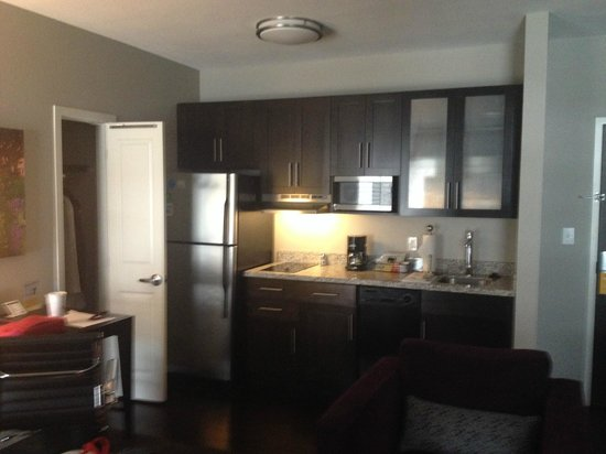 HYATT house Charlotte Center City : Kitchen