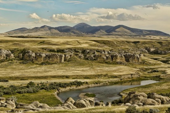 Sweet Grass Hills and the Hoodoos of the Milk River Valley @ Writing-on-Stone Provincial Park