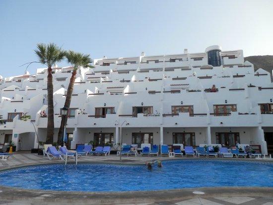 The Suites at Beverly Hills: bilden är tagen från poolen mot vår balkong