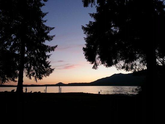 Rain Forest Resort Village: Lake Quinault at Sunset