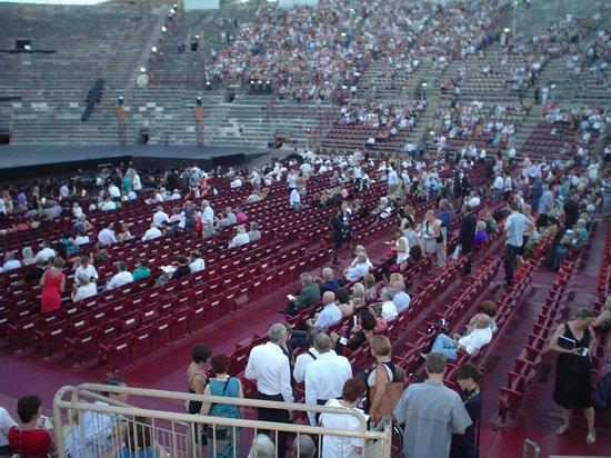 Arena di Verona: Арена ди Верона. Перед началом оперы Аида.