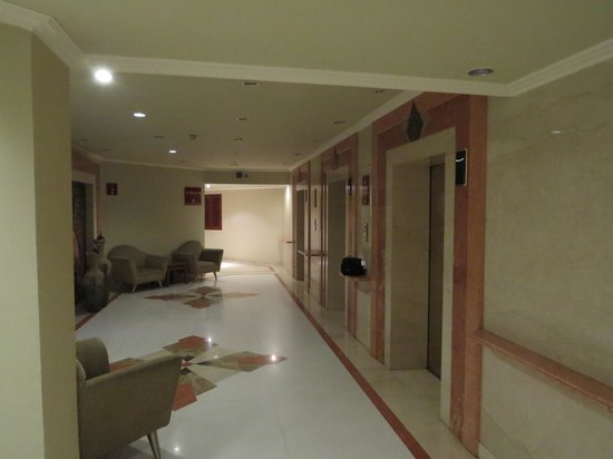 The Suryaa New Delhi : second floor lift area