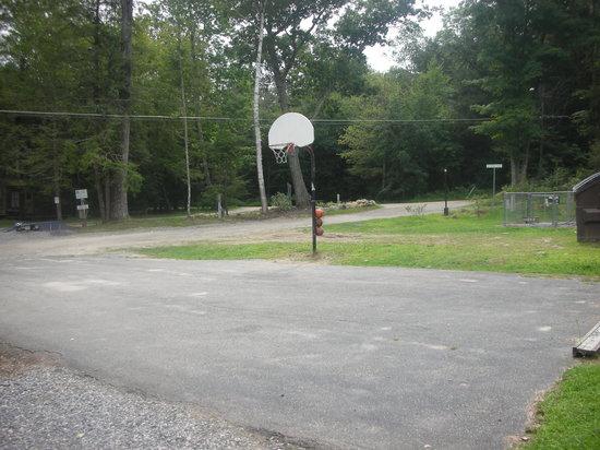 Hemlock Hill Camp Resort: Basketball court