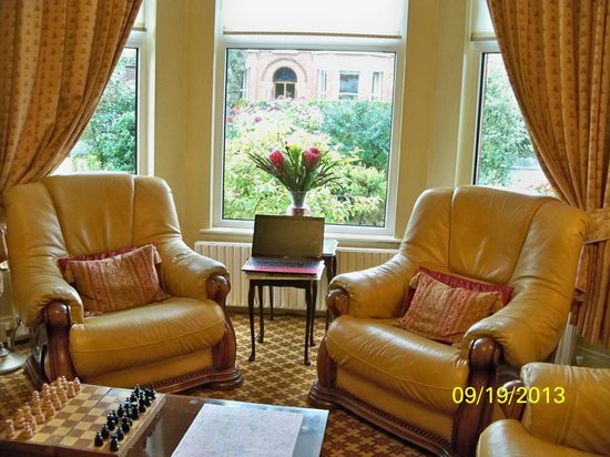 Roseleigh House : welcoming sitting room for guests