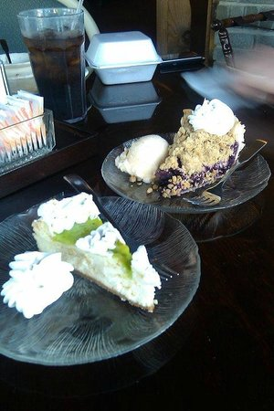 Dutch Haven Restaurant: Key lime cheesecake and blueberry crumb pie.