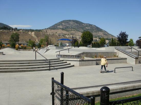Ogopogo Motel: skateboard park 5-minute walk