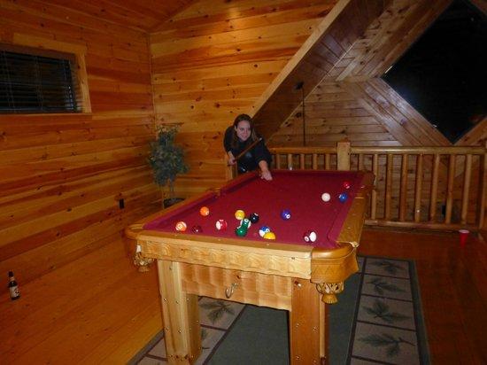 White Oak Lodge & Resort: upstairs pool table
