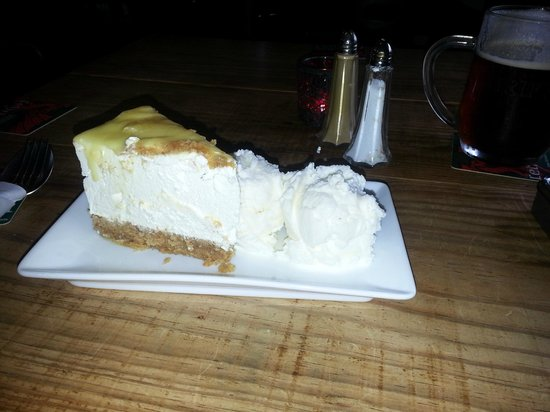Lydstep tavern: Home-made cheesecake + ice Cream