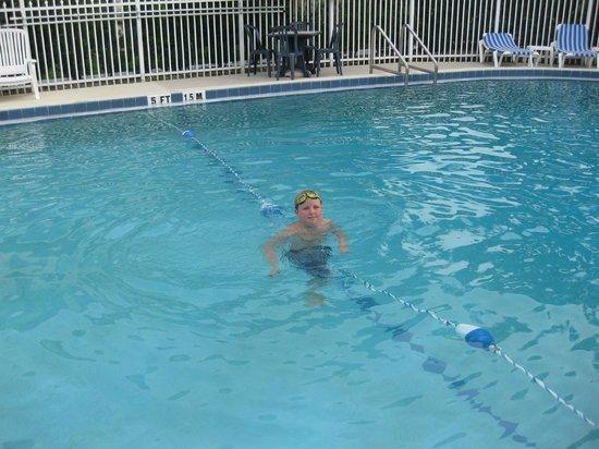Orlando International Resort Club: бассейн отеля