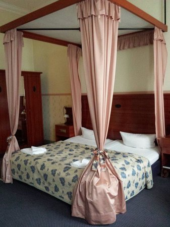 Hotel Altberlin: A very inviting and comfortable bed