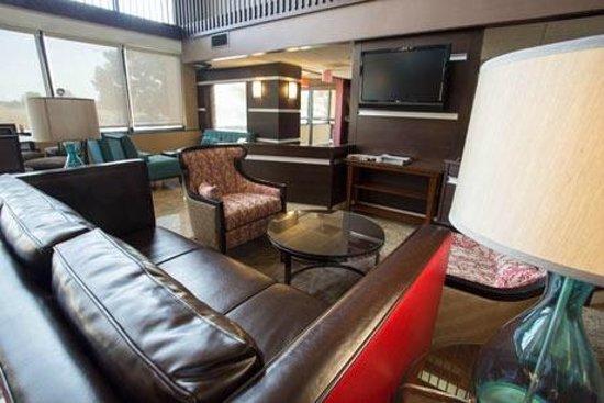 Drury Inn & Suites Champaign: Lobby