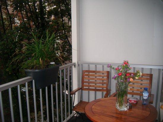 Alp Hotel Amsterdam: terraza en habitacion triple