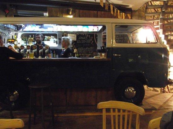 Riga Old Town Hostel & Backpackers Pub : VW Van Bar