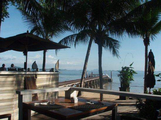 The Village Coconut Island Beach Resort : The front bar