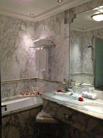 Hotel de Vendome : Main bath of the suite.