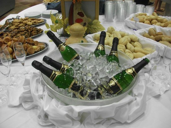 Geranios Suites & Spa Hotel: Champagne Breakfast
