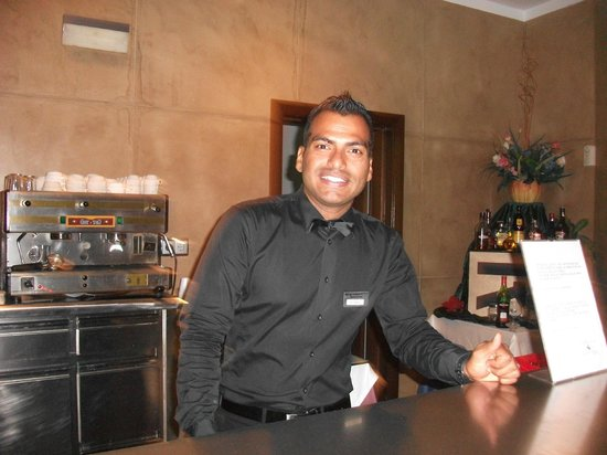 Geranios Suites & Spa Hotel: Friendly staff