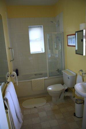Eton Lodge: The Bluebell Room - Ensuite