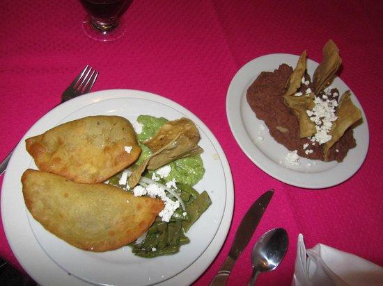 La Hosteria de Santo Domingo: quesadillas con nopales e frijoles refritos