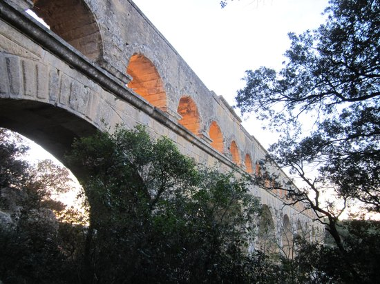 Le Mas de l'ile: Pont du Garde at dusk