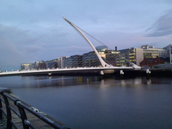 Arlington Hotel O'Connell Bridge: mooie brug
