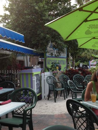 Out door seating at Keylime Bistro