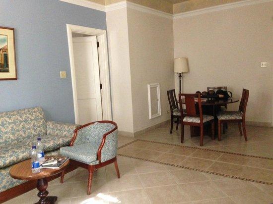 Hotel El Prado: Salón de la habitación