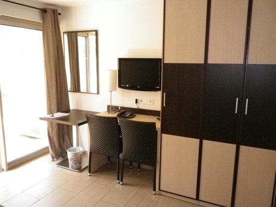 Hotel et Residence Costa Rossa: Particolare della camera