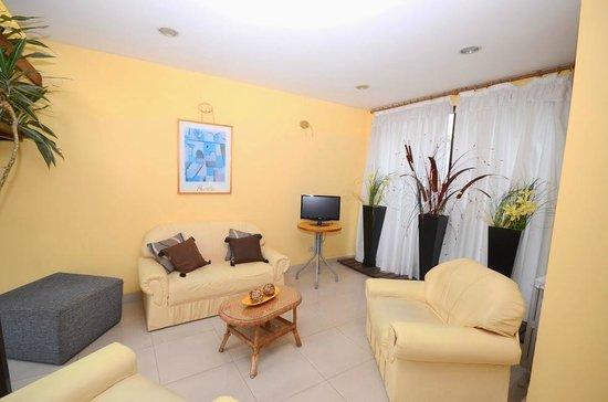 Hotel Santa Cecilia II: Estar