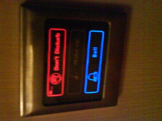 Premier Le Reve Hotel & Spa (Adults Only): Сенсоры у двери в номер - вместо табличек