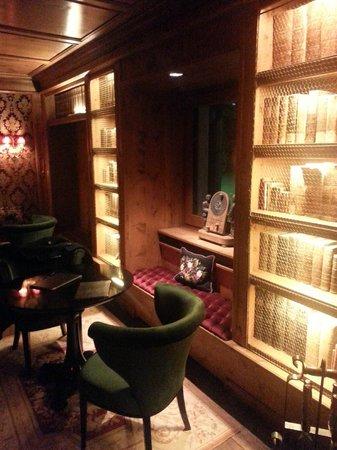 Hotel Miramonti : una delle salette bar/relax