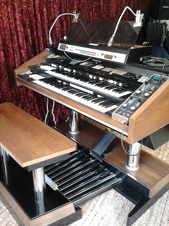 Wight Montrene Hotel: My dream machine!!!!!  ... the very beautiful Hammond.  :)