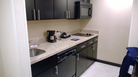 Homewood Suites Fort Worth West at Cityview: Kitchen area