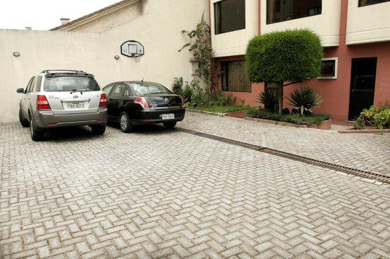 Hostal de la Mancha: Parking