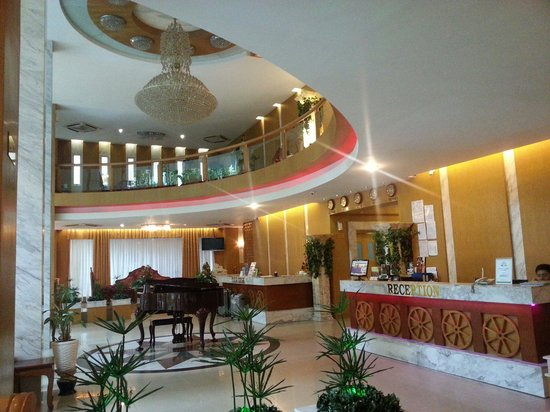 May Hotel: Reception/lobby