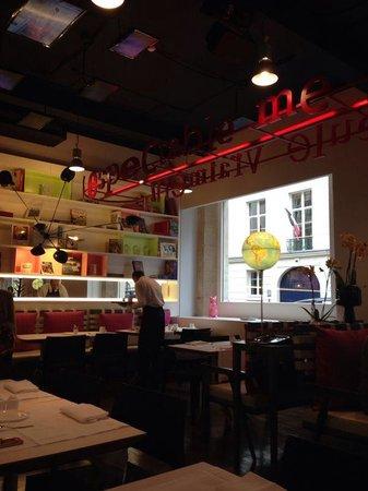 Bel Ami Hotel: Ambiente onde é seriado o café da manhã.
