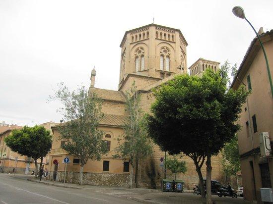 Parroquia de la Inmaculada Concepcion - Sant Magi: Exterior.