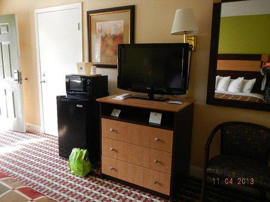Best Western Mountainbrook Inn : TV etc