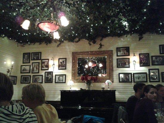 Costas Greek Taverna: Costas1