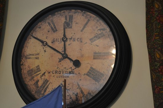 Oak Bluffs Inn: A Clock all the way from our home town!